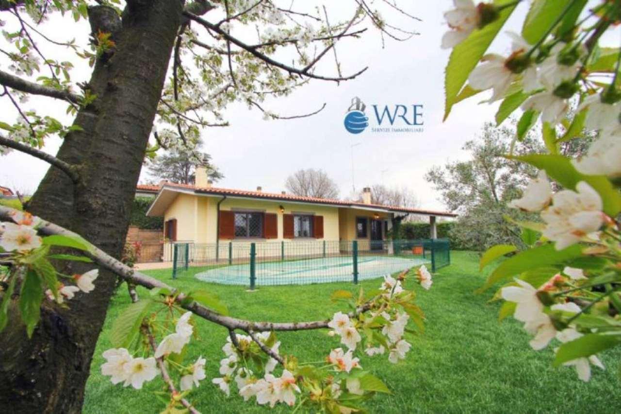 Villa in vendita a Nepi, 9 locali, prezzo € 350.000 | Cambio Casa.it