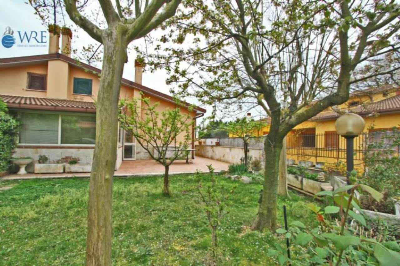 Villa Tri-Quadrifamiliare in vendita a Nepi, 5 locali, prezzo € 198.000 | Cambio Casa.it