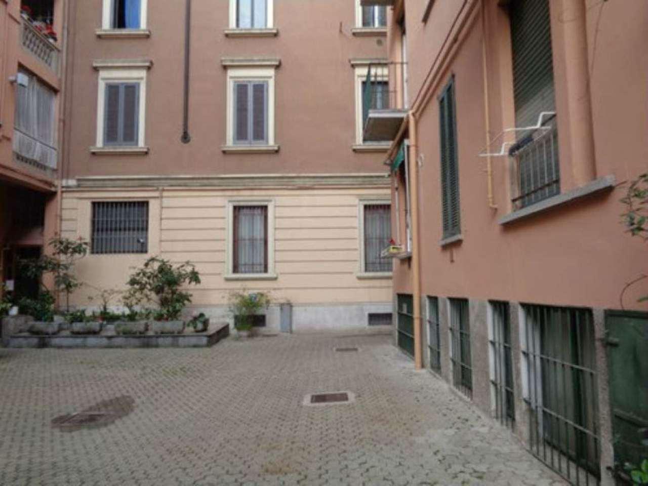 Bilocale Milano Via Sebastiano Del Piombo 2