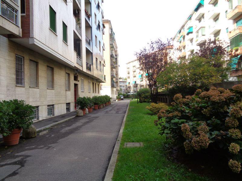 Bilocale Milano Via Privata Martiri Triestini 4