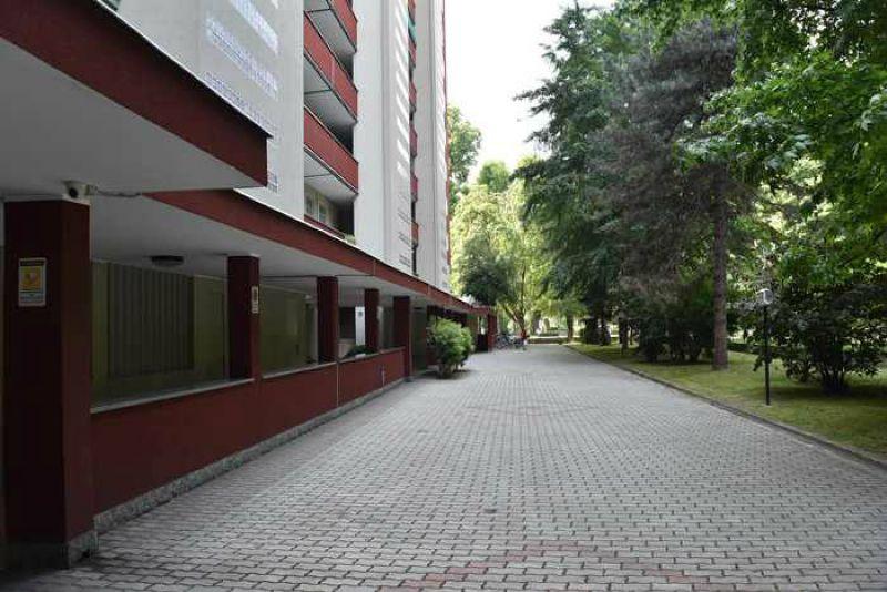 Bilocale Milano Via Renato Serra 1