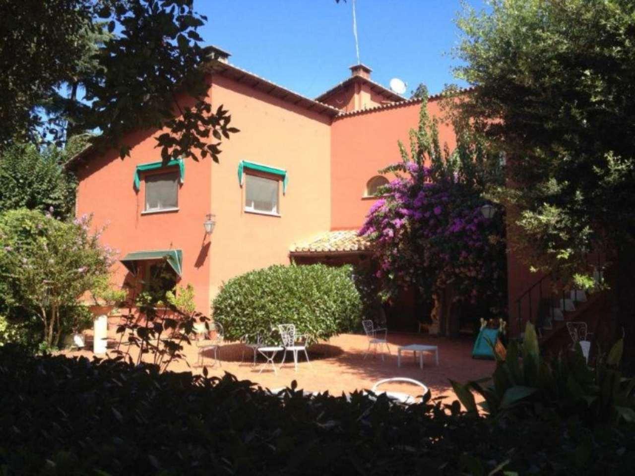 Villa in Vendita a Roma via cecilia metella