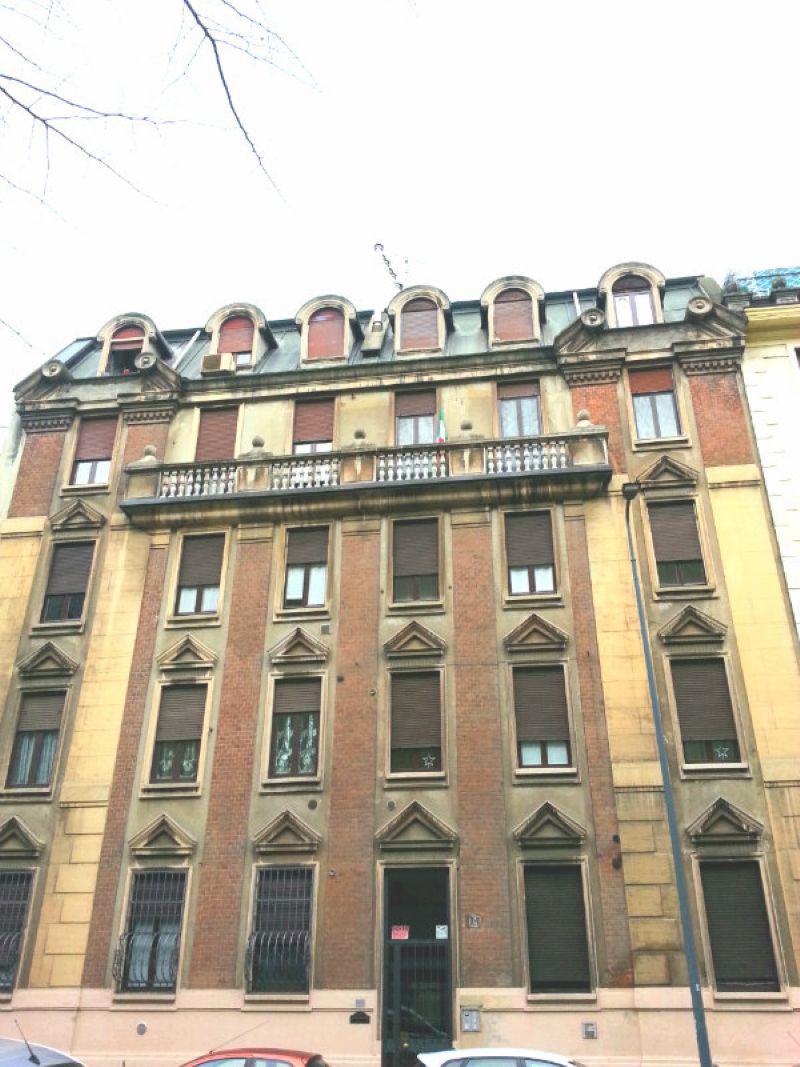 Bilocale Milano Via Breno 1