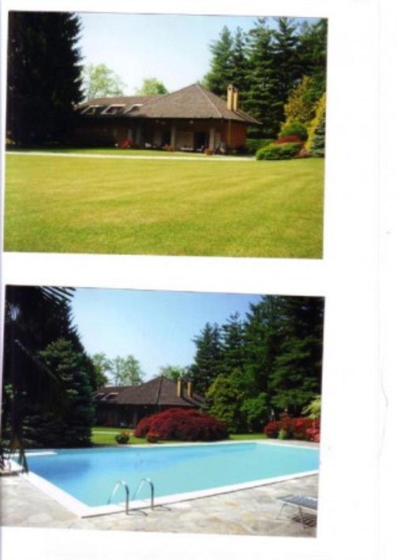 Villa in vendita a Angera, 8 locali, prezzo € 1.350.000 | Cambio Casa.it