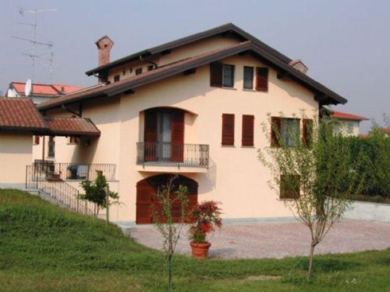 Villa in vendita a Robecco sul Naviglio, 5 locali, Trattative riservate | Cambio Casa.it