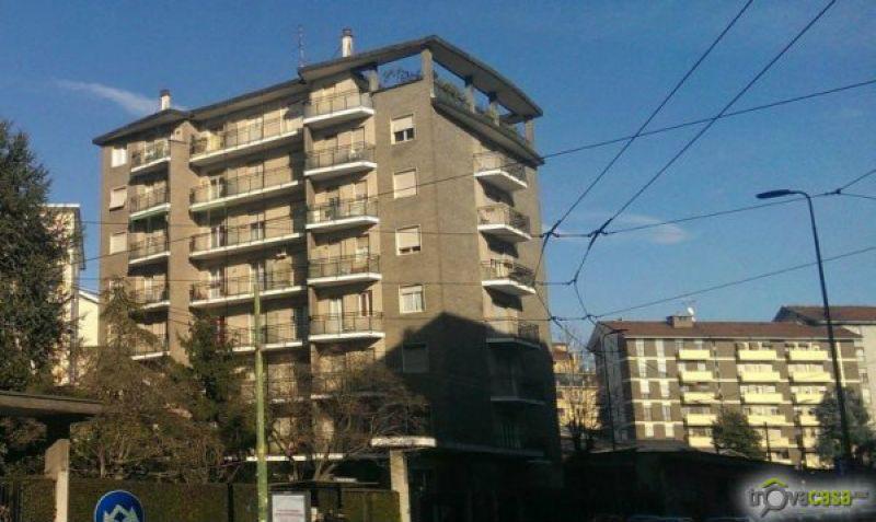 Bilocale Milano Via Caroncini 2