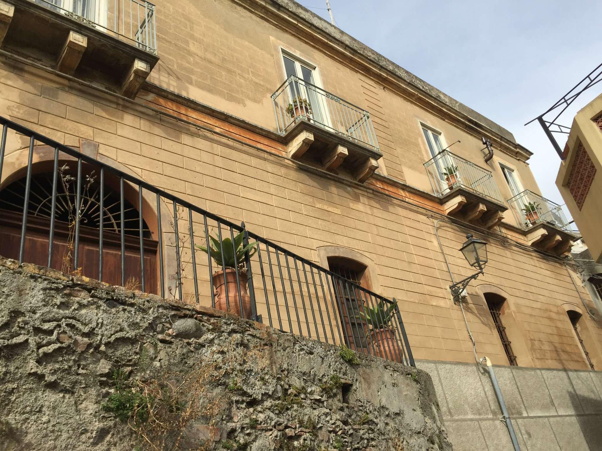 Palazzo / Stabile in Vendita a Villafranca Tirrena