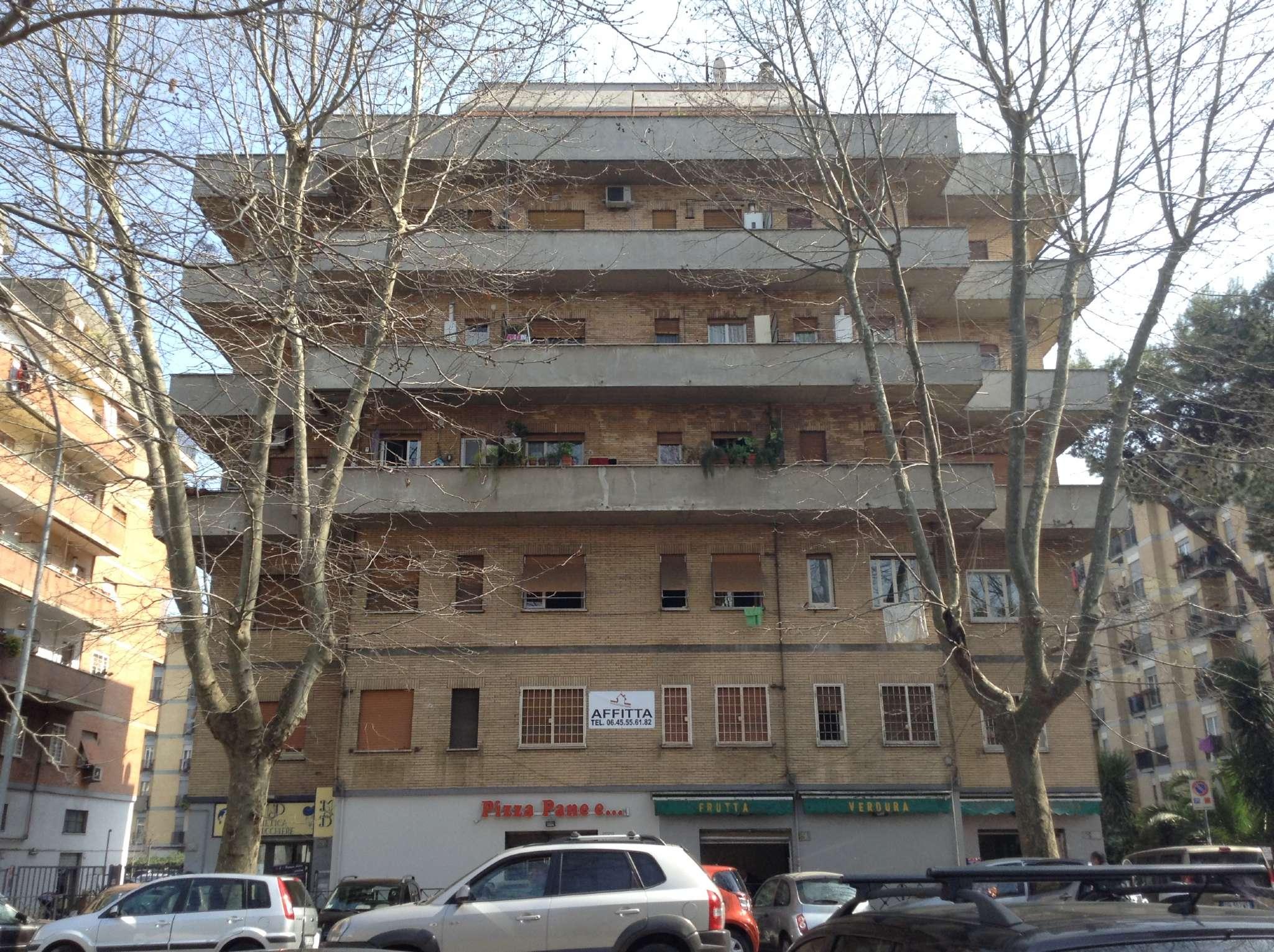 Bilocale affitto roma zona portuense magliana for Planimetrie della cabina di log con soppalco