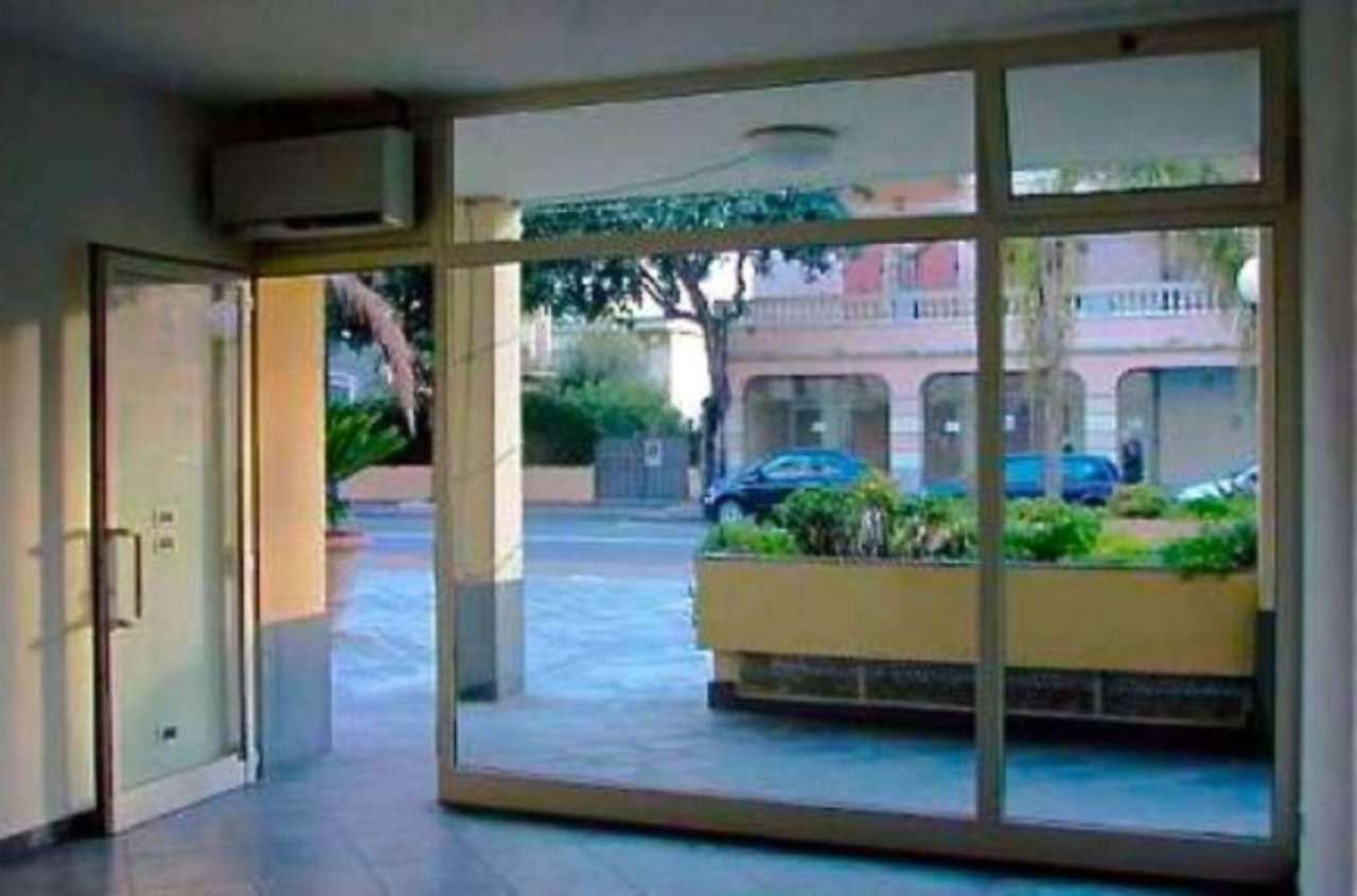Negozio / Locale in affitto a Ospedaletti, 2 locali, prezzo € 700 | Cambio Casa.it