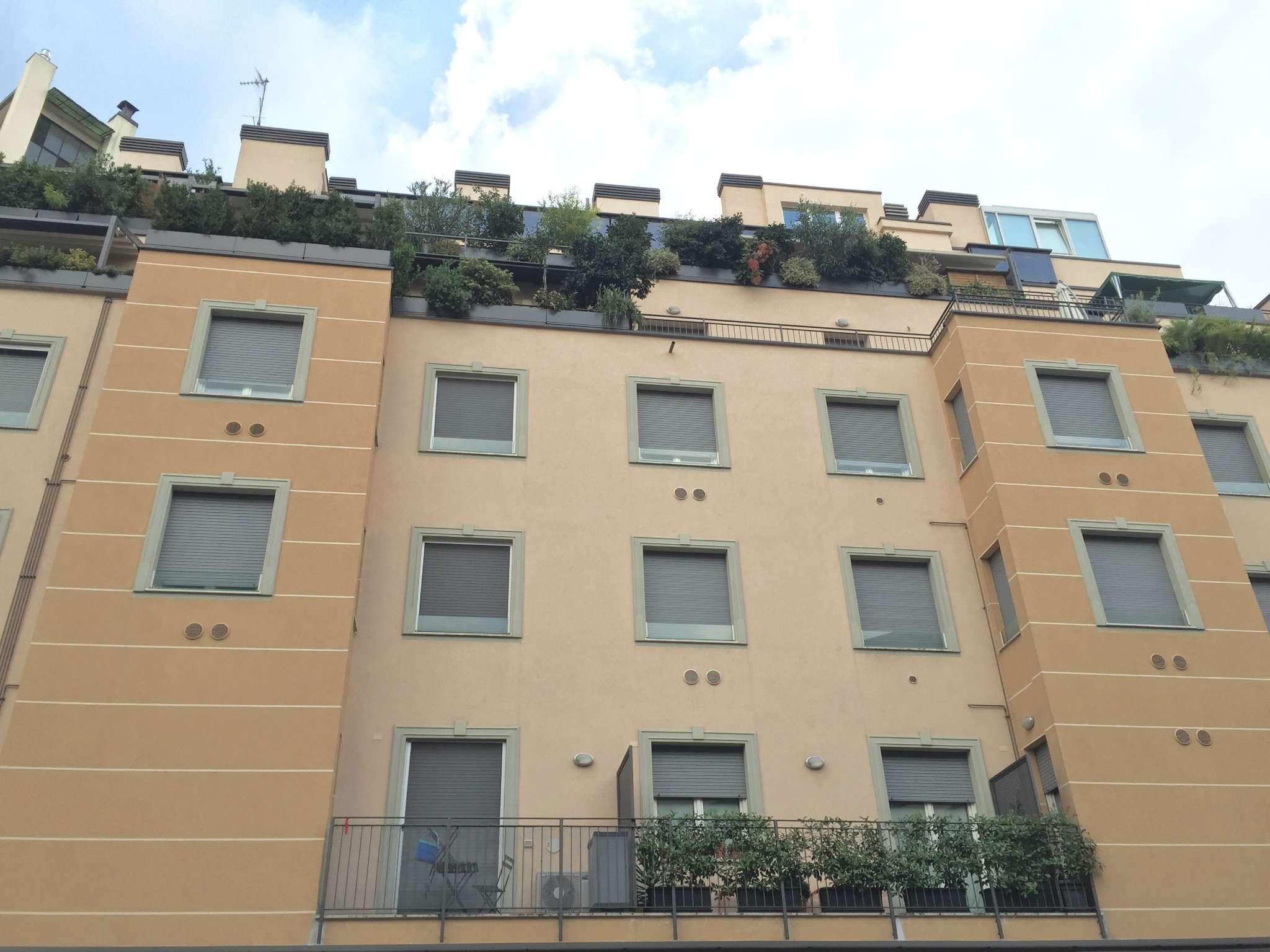 Bilocale Milano Via Abbadesse 9