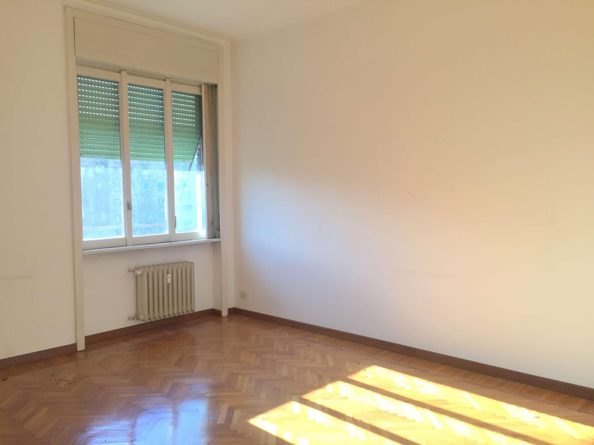 Appartamento in vendita 2 vani 85 mq.  viale Argonne Milano