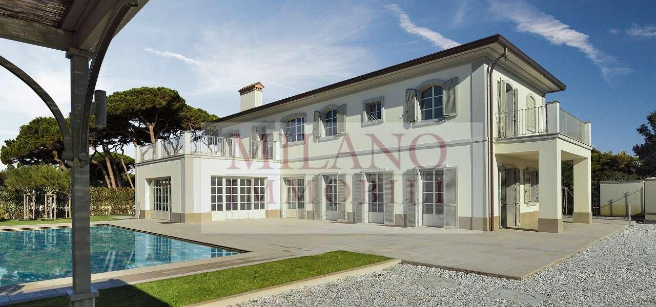 Villa in Vendita a Forte Dei Marmi: 5 locali, 585 mq