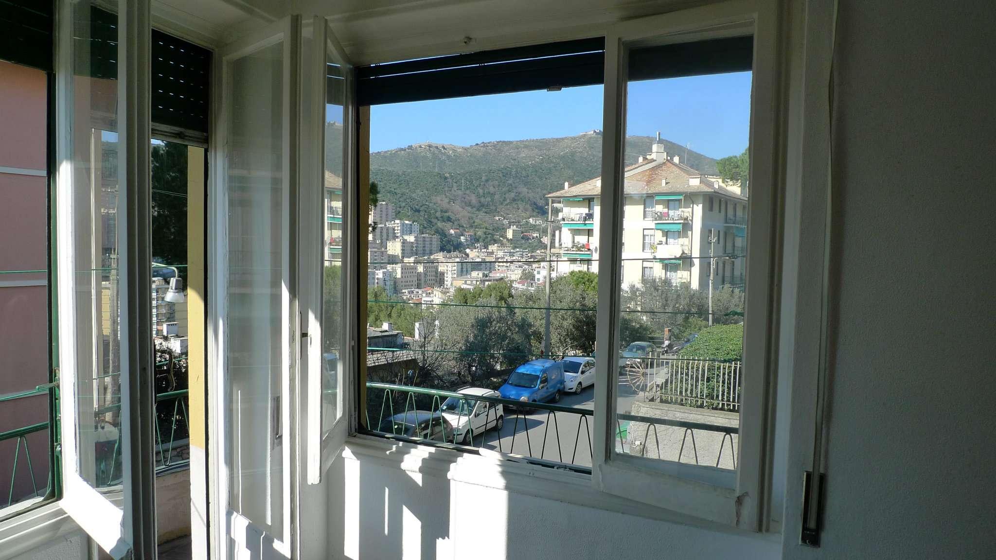 Bilocale Genova Via Tanini 4
