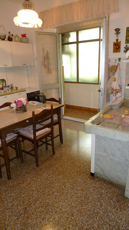 Bilocale Genova Via Pianeletti 5