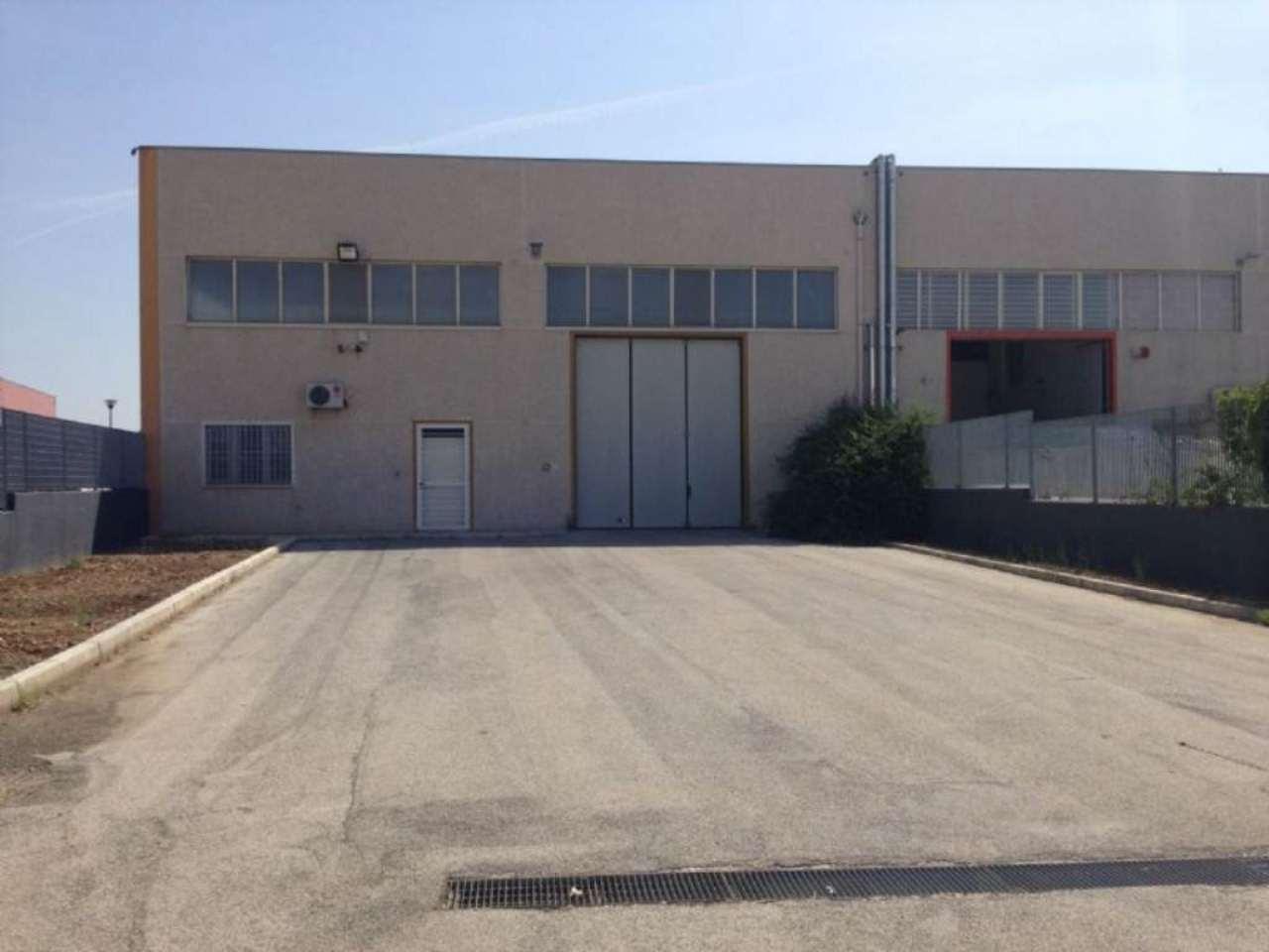 Capannone in vendita a Modugno, 4 locali, prezzo € 285.000 | Cambio Casa.it