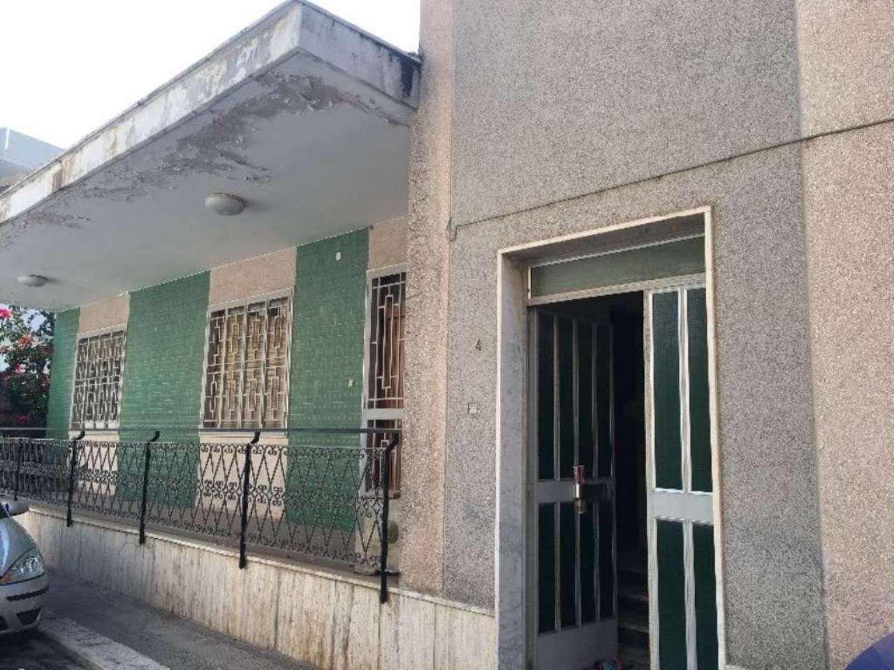 Soluzione Indipendente in vendita a Modugno, 7 locali, prezzo € 395.000 | Cambio Casa.it
