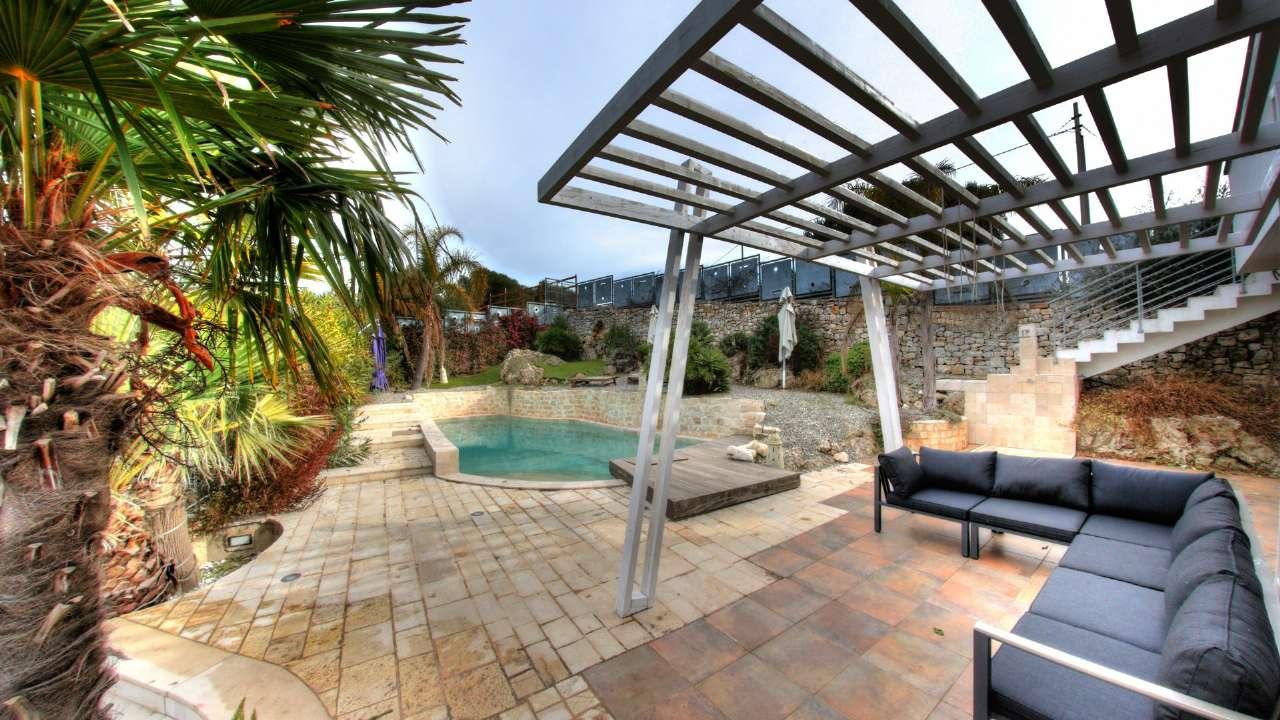 Villa in vendita a Conversano, 6 locali, prezzo € 750.000 | CambioCasa.it