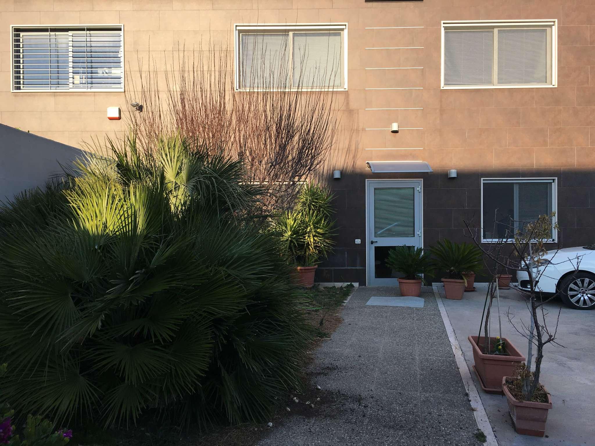 Capannone in affitto a Modugno, 9999 locali, prezzo € 2.500 | CambioCasa.it