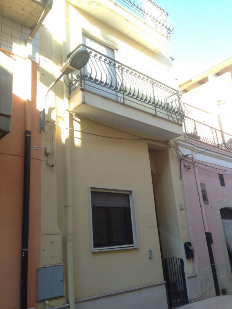 Soluzione Indipendente in vendita a Modugno, 4 locali, prezzo € 199.000 | Cambio Casa.it