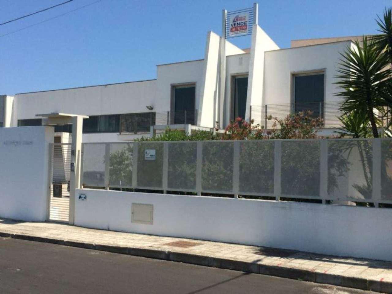 Capannone in vendita a Modugno, 8 locali, prezzo € 750.000 | Cambio Casa.it