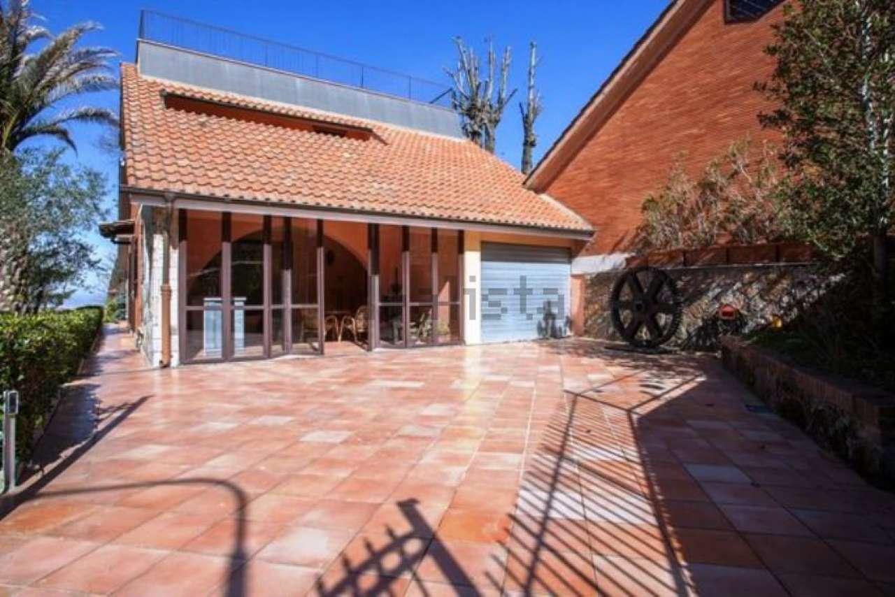 Villa in vendita a Rocca di Papa, 8 locali, prezzo € 499.000 | CambioCasa.it