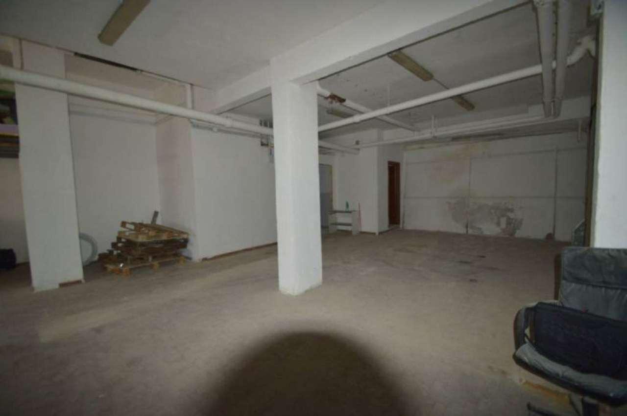 Laboratorio in affitto a Napoli, 5 locali, zona Zona: 10 . Bagnoli, Fuorigrotta, Agnano, prezzo € 1.000 | Cambio Casa.it