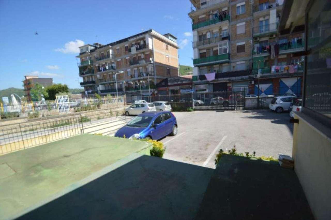 Laboratorio in affitto a Napoli, 2 locali, zona Zona: 9 . Soccavo, Pianura, prezzo € 1.150 | Cambio Casa.it