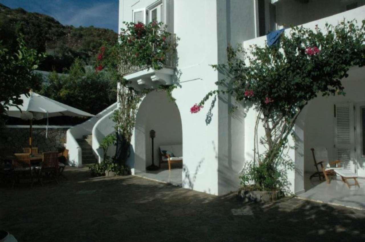 Villa in vendita a Lipari, 8 locali, prezzo € 1.600.000 | Cambio Casa.it
