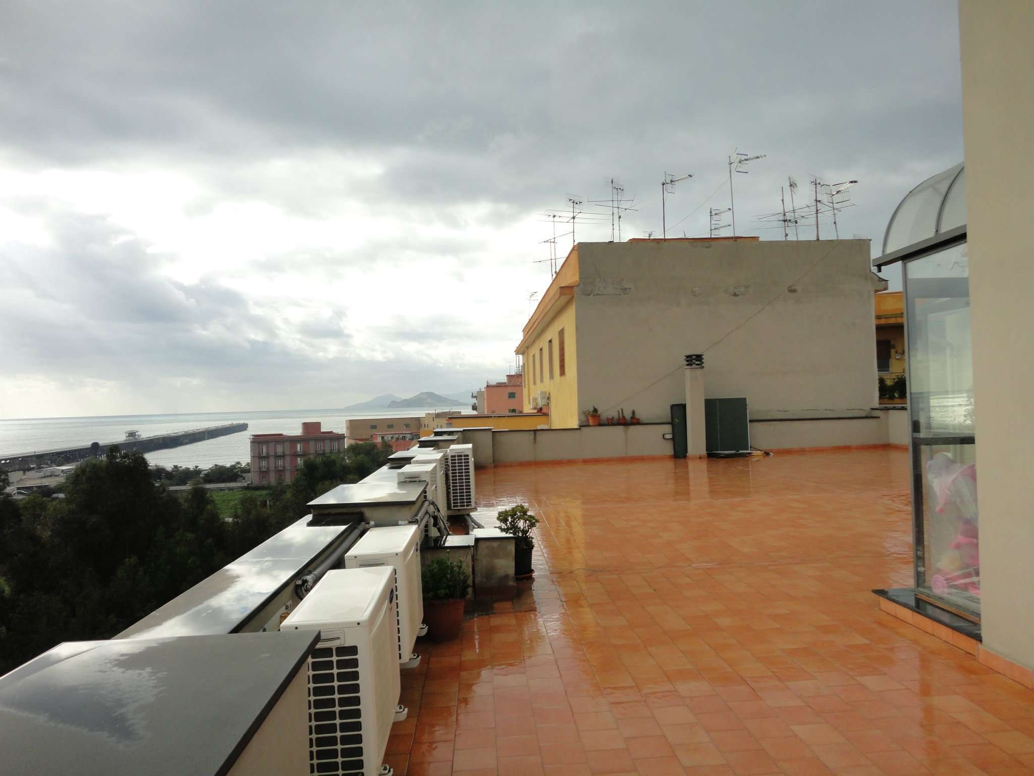 Bilocale Napoli Via Bagnoli 9