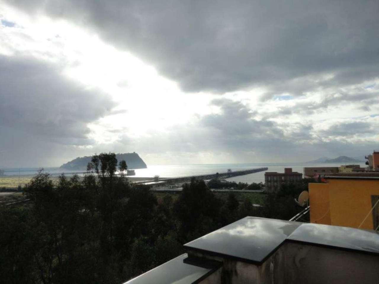 Bilocale Napoli Via Di Bagnoli 6