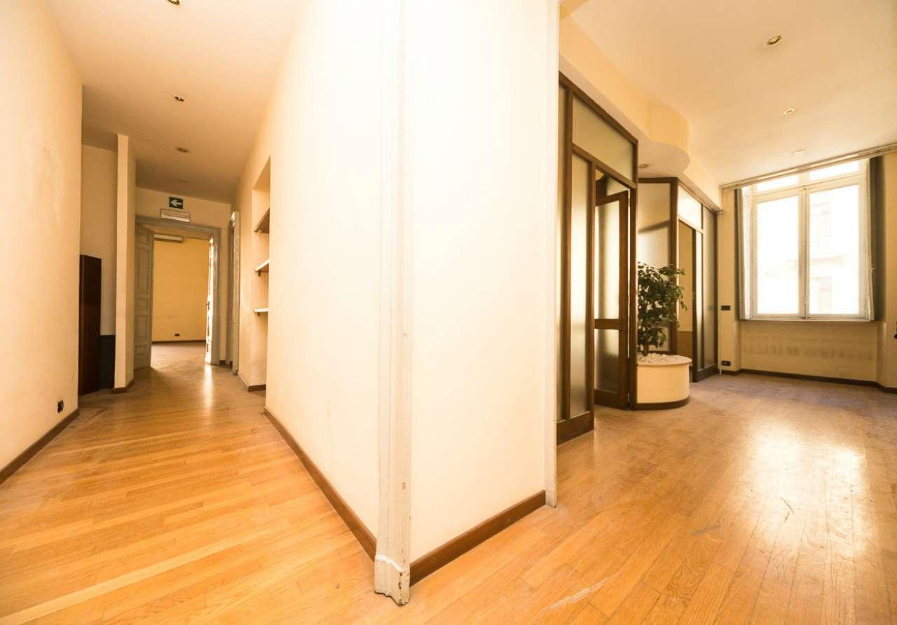 Ufficio / Studio in affitto a Torino, 6 locali, zona Zona: 1 . Centro, Quadrilatero Romano, Repubblica, Giardini Reali, prezzo € 2.000   CambioCasa.it