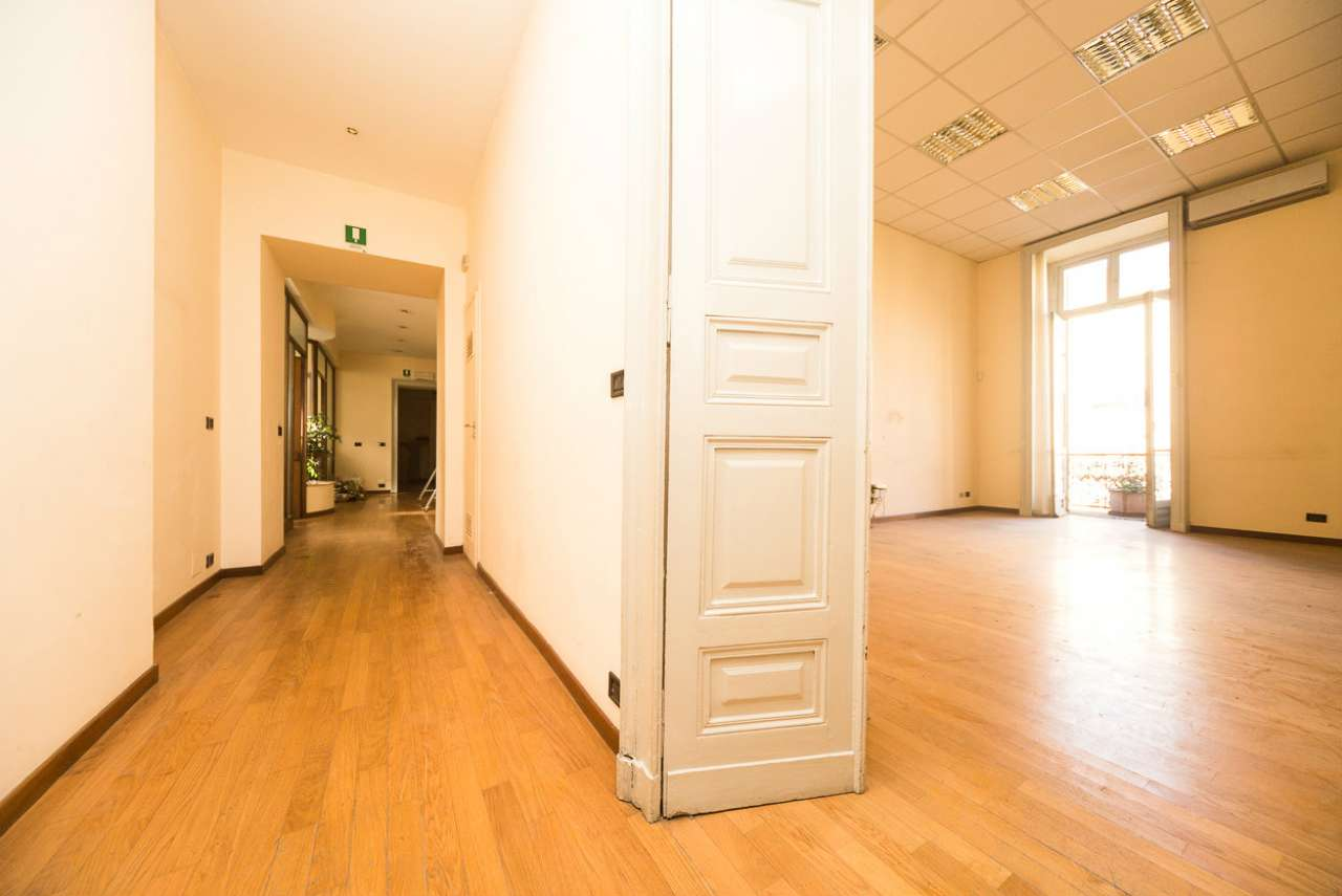Ufficio / Studio in affitto a Torino, 7 locali, zona Zona: 1 . Centro, Quadrilatero Romano, Repubblica, Giardini Reali, prezzo € 3.500 | CambioCasa.it