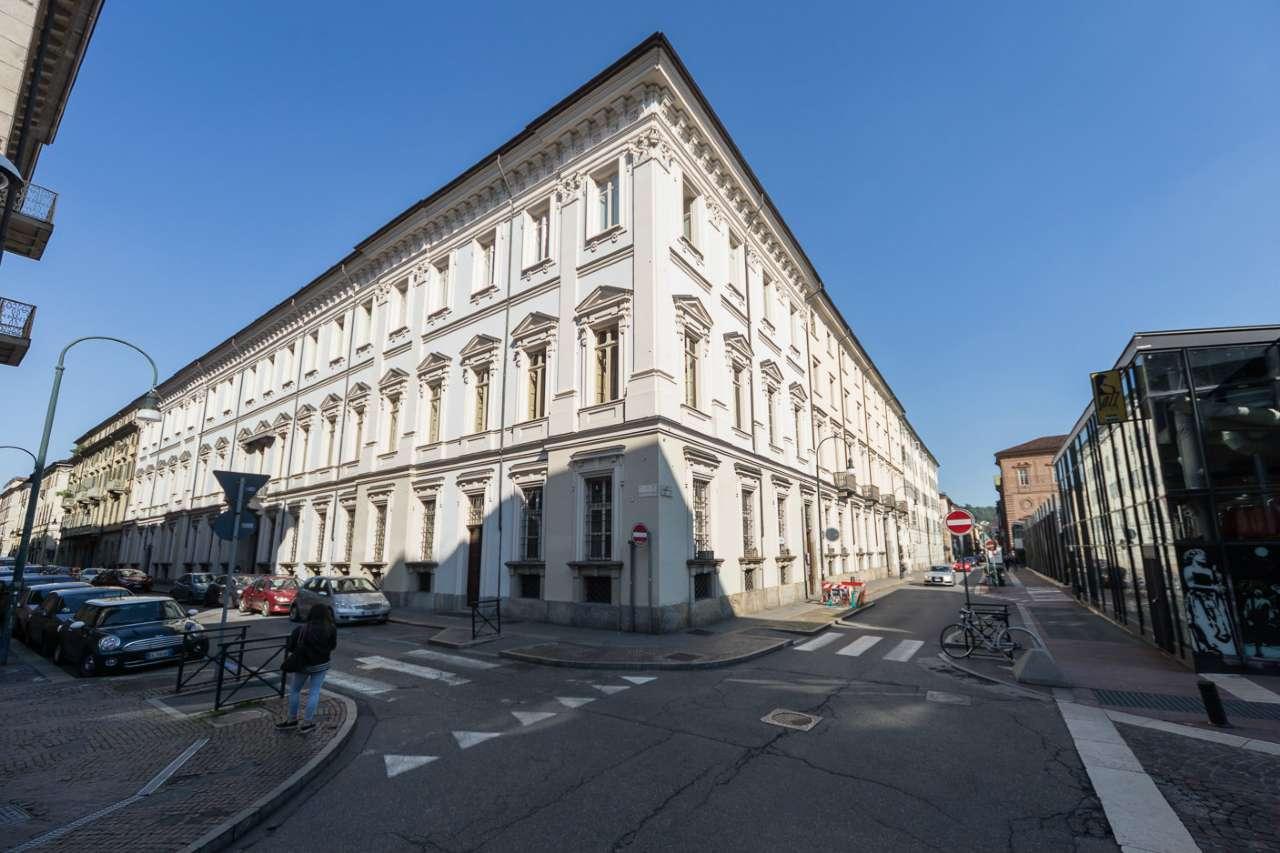 Ufficio / Studio in affitto a Torino, 6 locali, zona Zona: 1 . Centro, Quadrilatero Romano, Repubblica, Giardini Reali, prezzo € 1.900 | CambioCasa.it