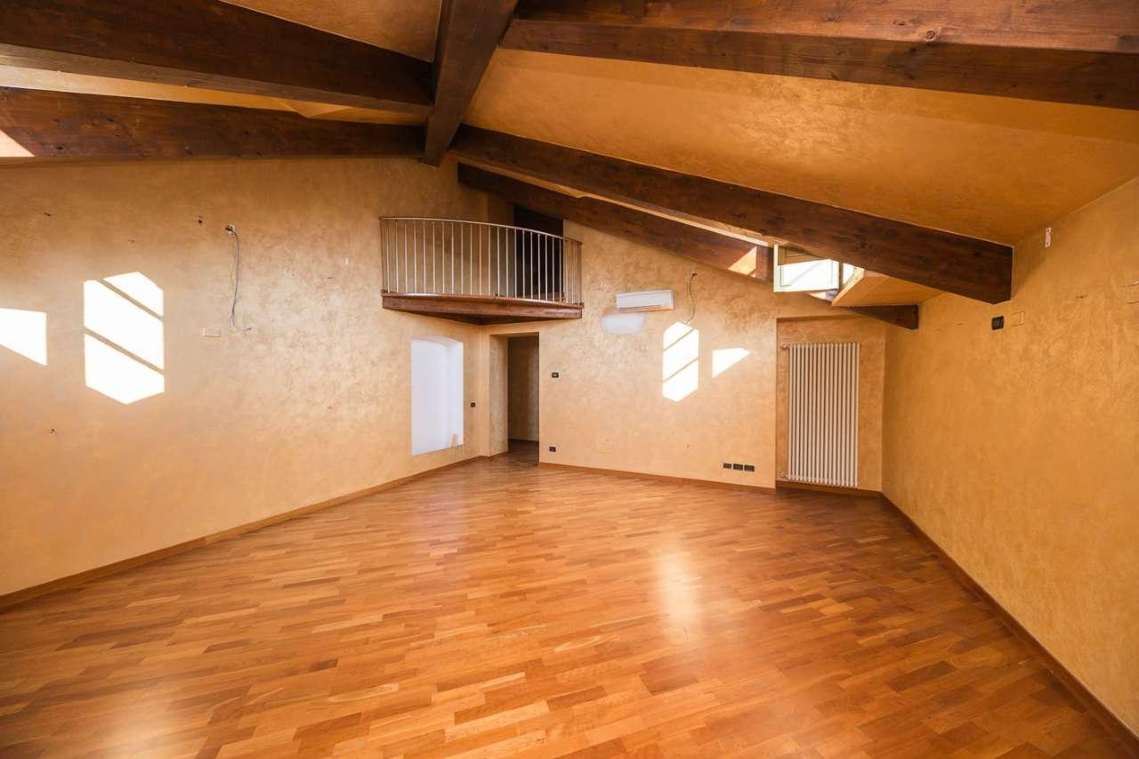 Attico / Mansarda in affitto a Torino, 4 locali, zona Zona: 1 . Centro, Quadrilatero Romano, Repubblica, Giardini Reali, prezzo € 1.100 | Cambio Casa.it