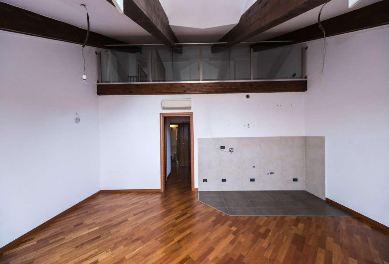 Attico / Mansarda in affitto a Torino, 2 locali, zona Zona: 1 . Centro, Quadrilatero Romano, Repubblica, Giardini Reali, prezzo € 550 | Cambio Casa.it
