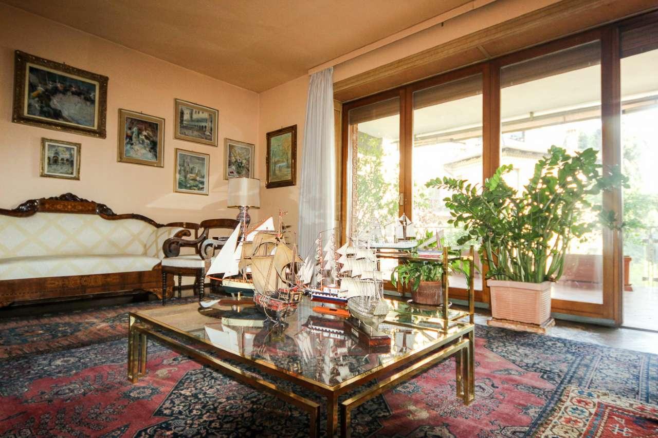 Appartamento in vendita a Torino, 8 locali, zona Zona: 2 . San Secondo, Crocetta, Trattative riservate | CambioCasa.it
