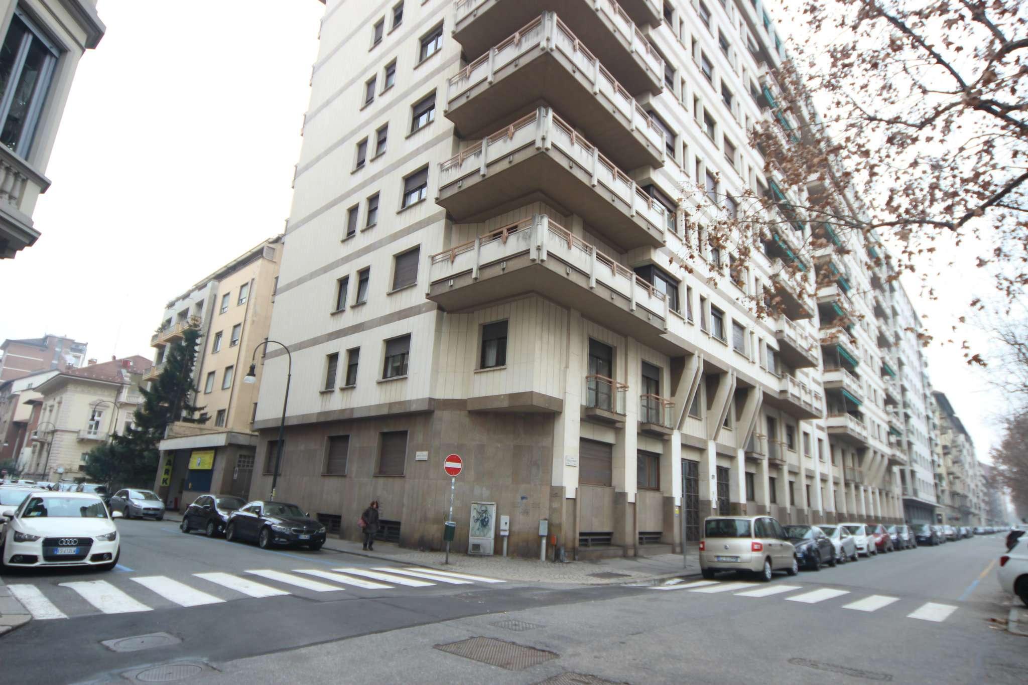 Immagine immobiliare Appartamento di 5 locali in vendita a Torino, C.so Galileo Ferraris 109 Nel cuore della Crocetta, proponiamo in vendita appartamento di 278 mq. in elegante stabile.L'unità immobiliare è così composta: doppio ingresso,...