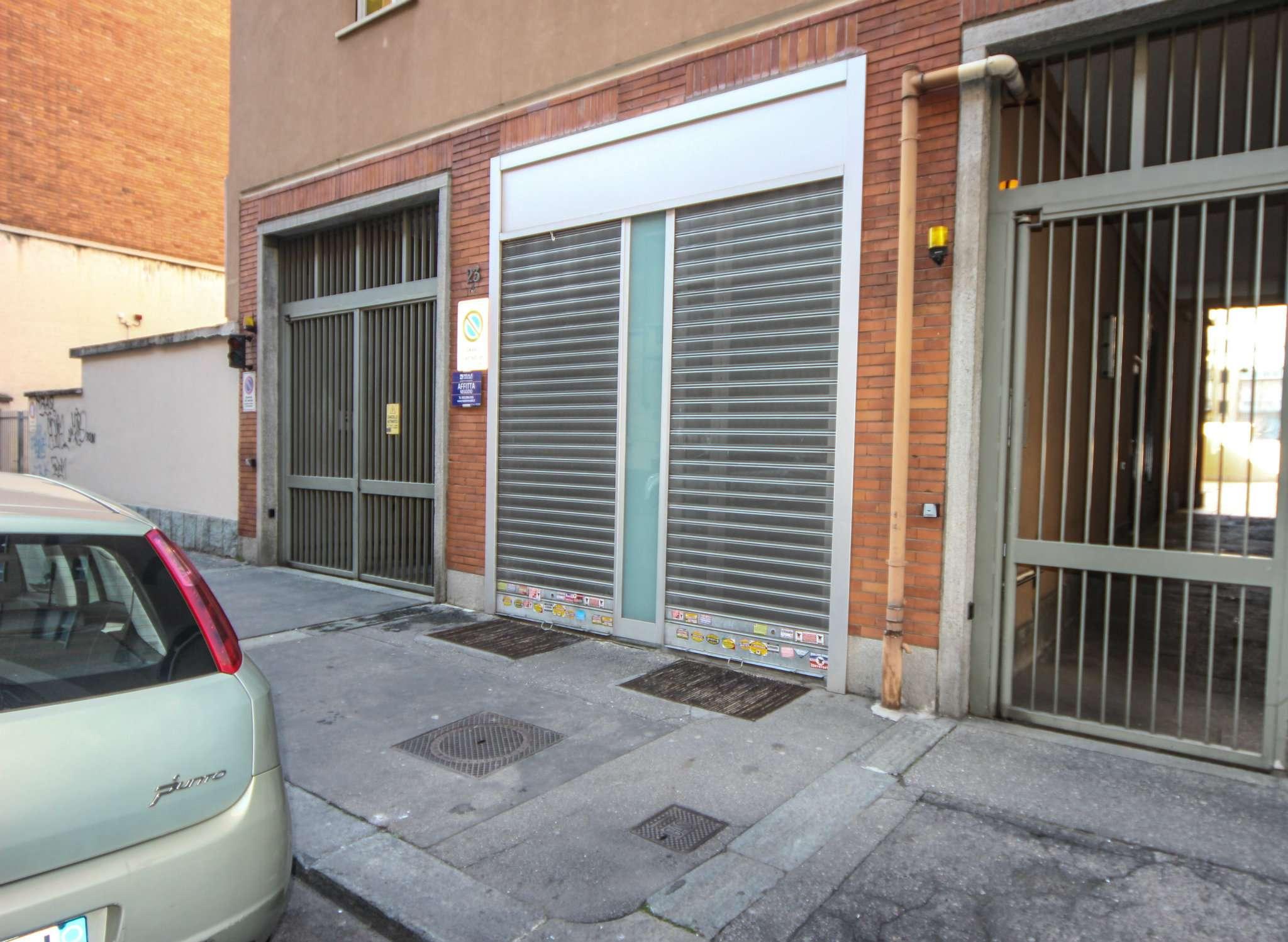 Immagine immobiliare Negozio con vetrine di circa 30 mq con 30 mq di magazzino in affitto in Via Rosta n 25, Campidoglio Proponiamo in affitto negozio con vetrine fronte strada di circa 30 mq, collegato tramite scala interna ad un ampio magazzino al piano...