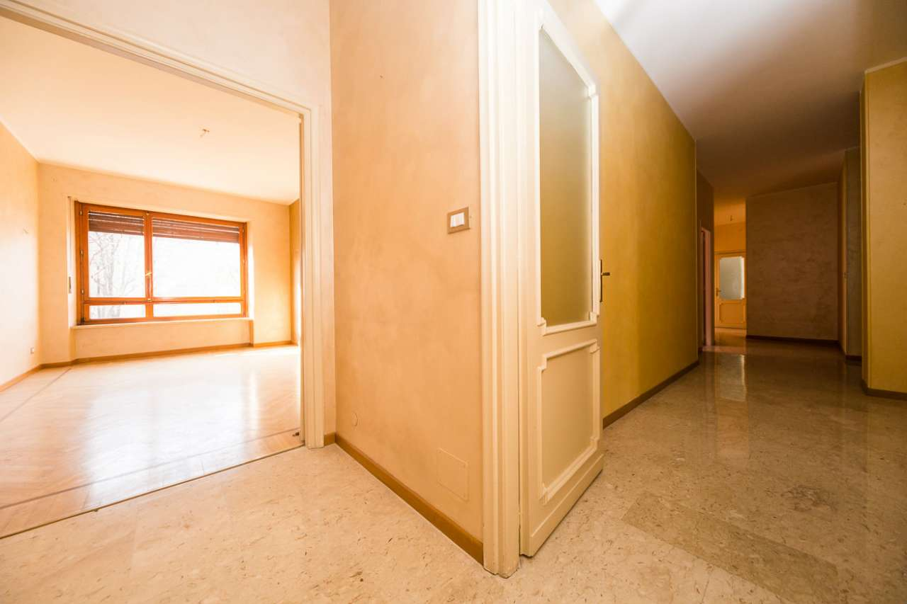 Immagine immobiliare Appartamento di 5 locali in vendita a Torino, Crocetta, Corso Montevecchio Proponiamo la vendita di un prestigioso appartamento di 5 locali sito al terzo piano con servizio di ascensore e portineria in un palazzo signorile in Corso...