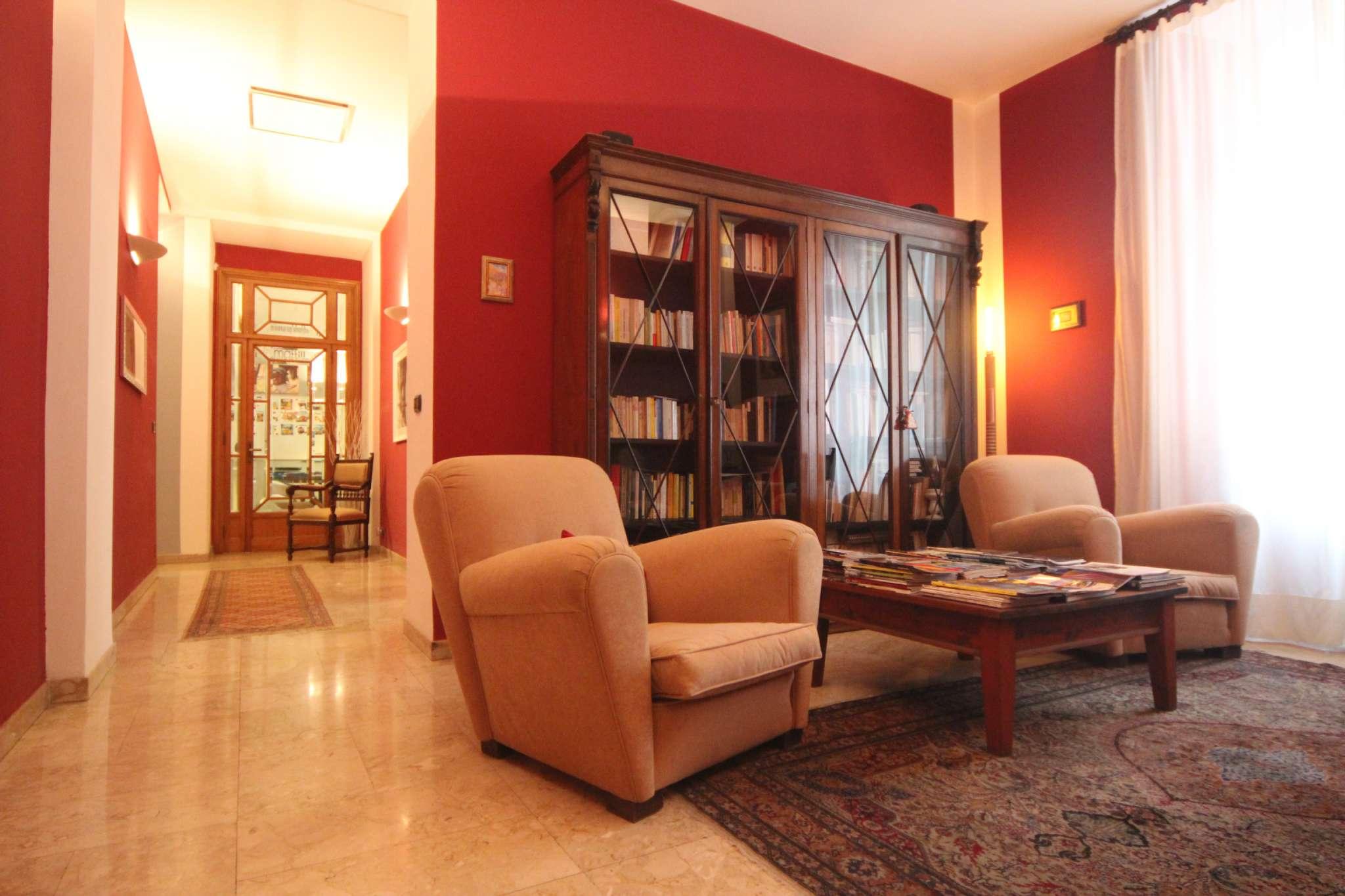 Immagine immobiliare Appartamento in vendita di ca. 210 mq. in via Cernaia 30, Torino Proponiamo in vendita appartamento di 210 mq. ca. sito al 3 piano di una casa signorile, in via Cernaia 30 a Torino, zona Cittadella.L'unità è così...