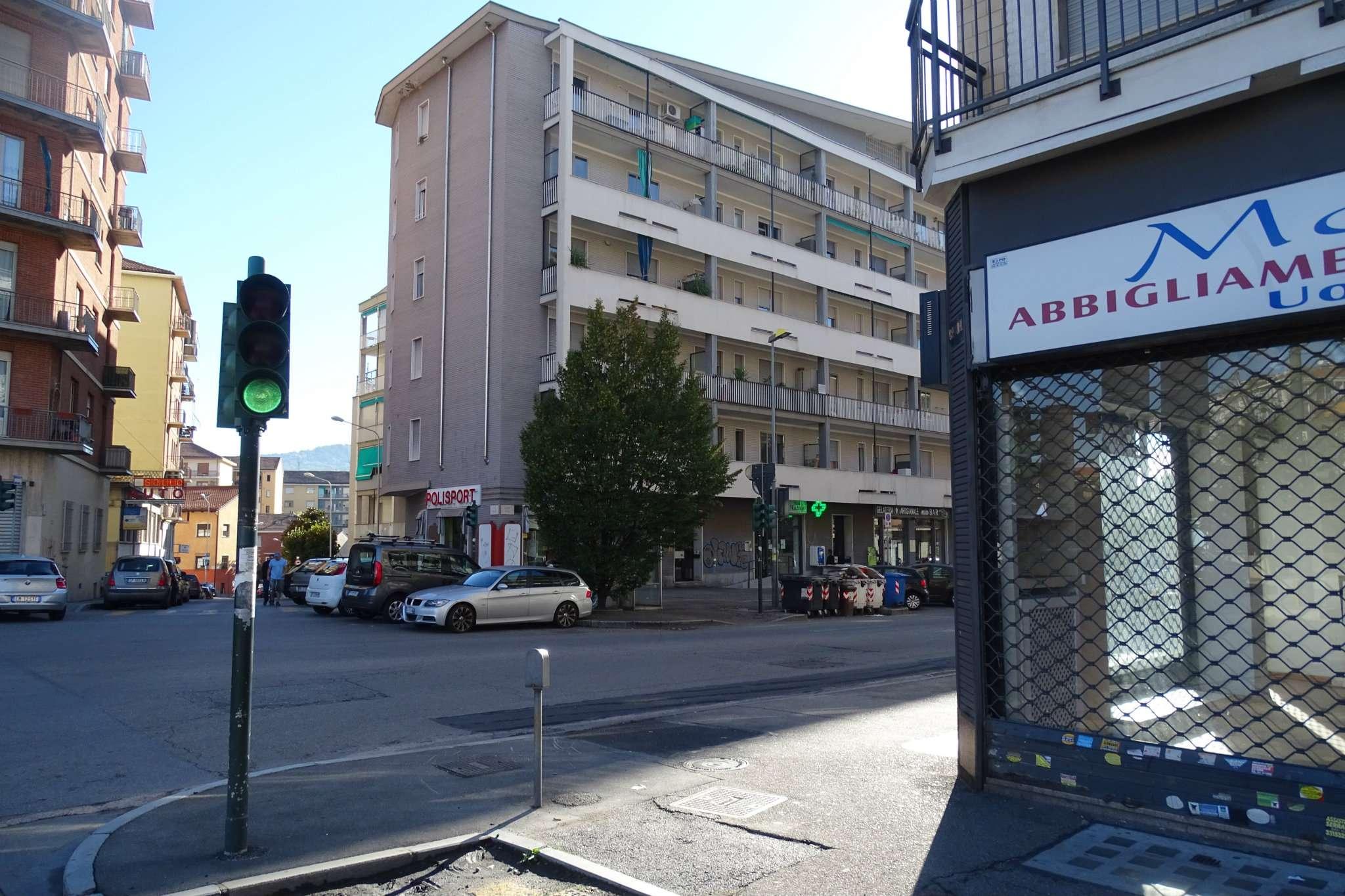 Immagine immobiliare Appartamento in affitto di tre locali in Corso Roma 88 , Moncalieri Proponiamo in affitto in Moncalieri, in Corso Roma n 88 un' appartamento vuoto di mq. 80 ca sito al piano secondo di uno stabile anni '60 con servizio ascensore....