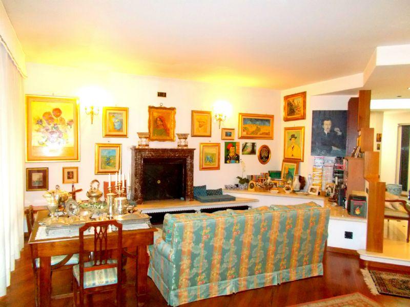 Villa in vendita a San Felice a Cancello, 17 locali, prezzo € 475.000 | Cambio Casa.it