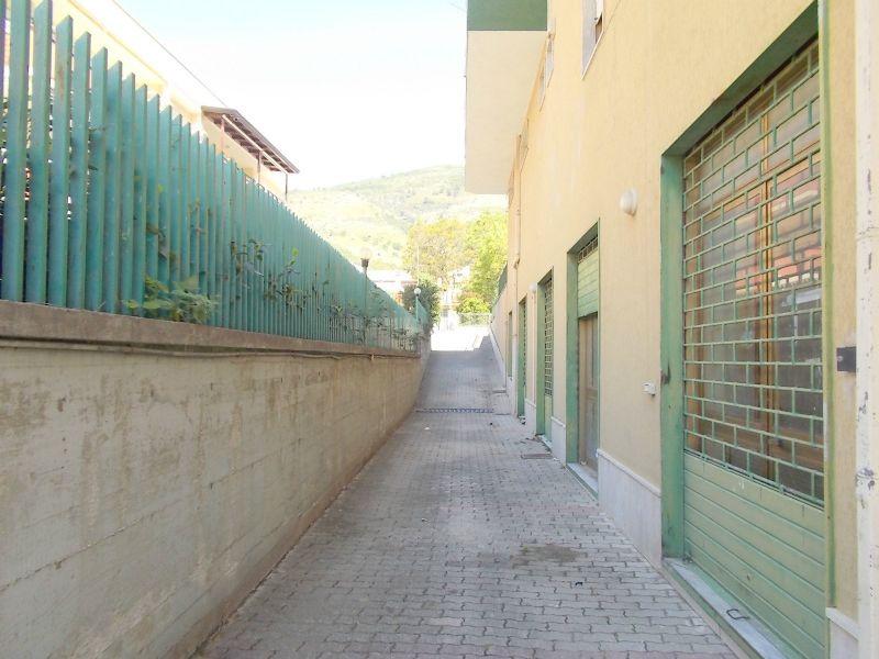Negozio / Locale in affitto a Santa Maria a Vico, 2 locali, prezzo € 600 | Cambio Casa.it