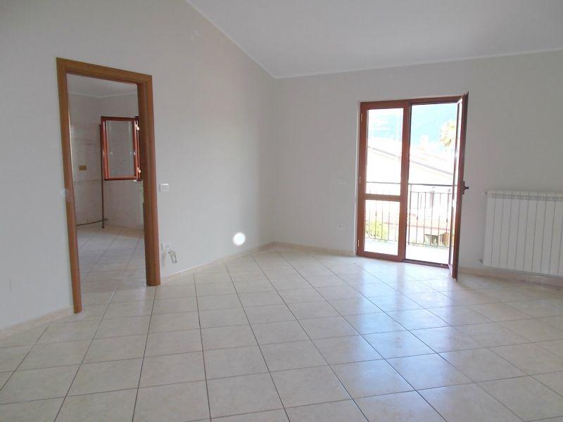 Appartamento in affitto a Santa Maria a Vico, 5 locali, prezzo € 380 | Cambio Casa.it