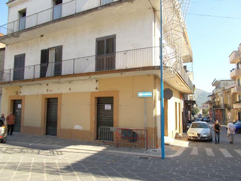 Negozio / Locale in affitto a Santa Maria a Vico, 9999 locali, prezzo € 800 | Cambio Casa.it
