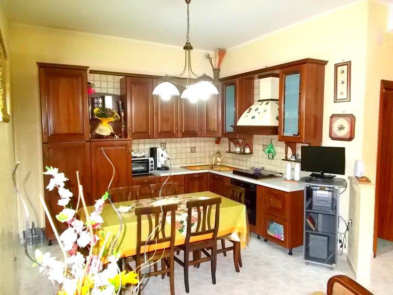 Appartamento in vendita a Santa Maria a Vico, 6 locali, prezzo € 75.000 | Cambio Casa.it