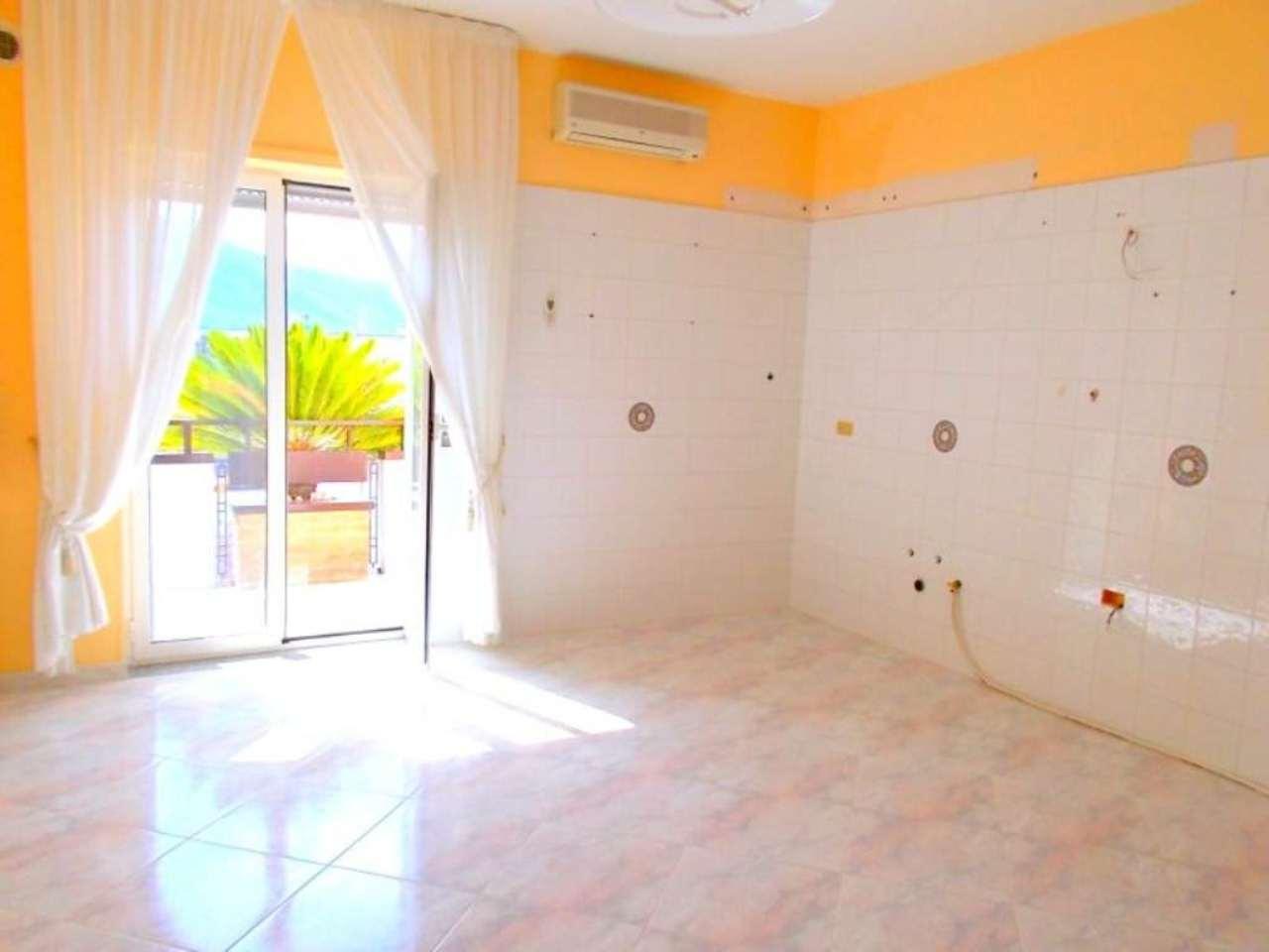 Appartamento in affitto a Santa Maria a Vico, 4 locali, prezzo € 400 | Cambio Casa.it
