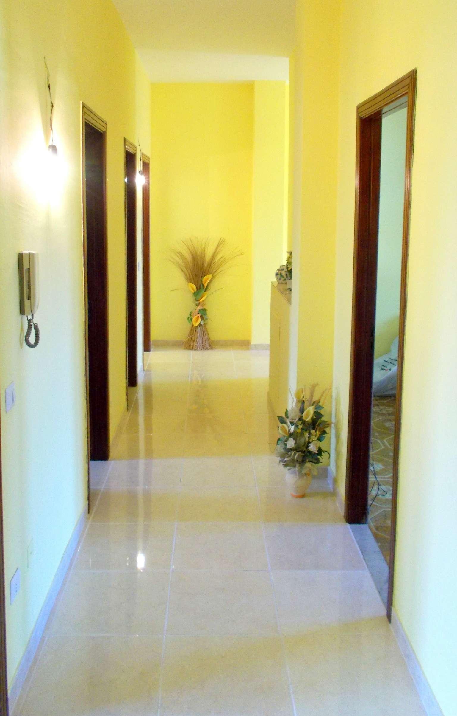 Appartamento in vendita a Santa Maria a Vico, 6 locali, prezzo € 75.000 | CambioCasa.it