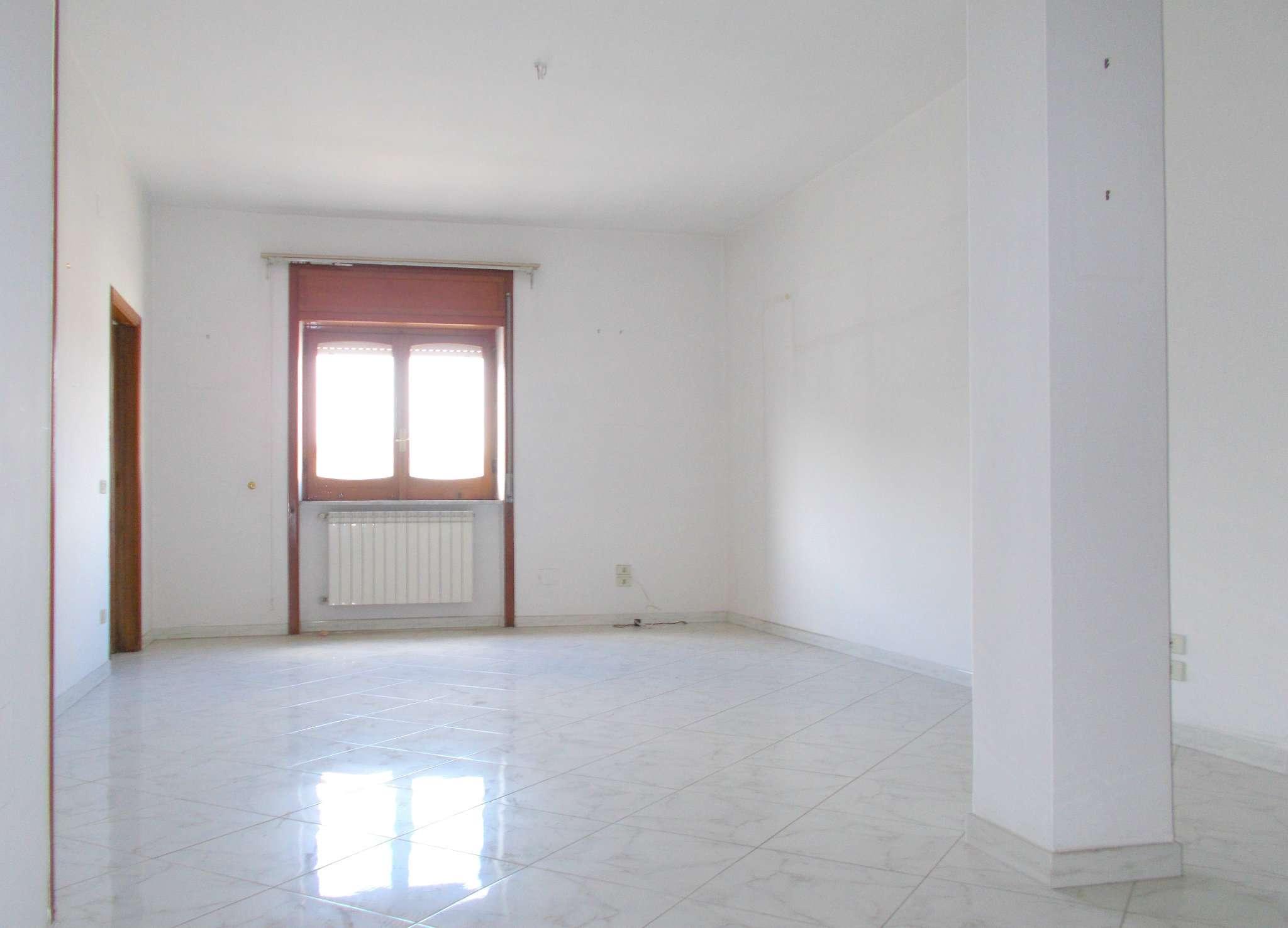 Appartamento in affitto a Santa Maria a Vico, 6 locali, prezzo € 300 | Cambio Casa.it