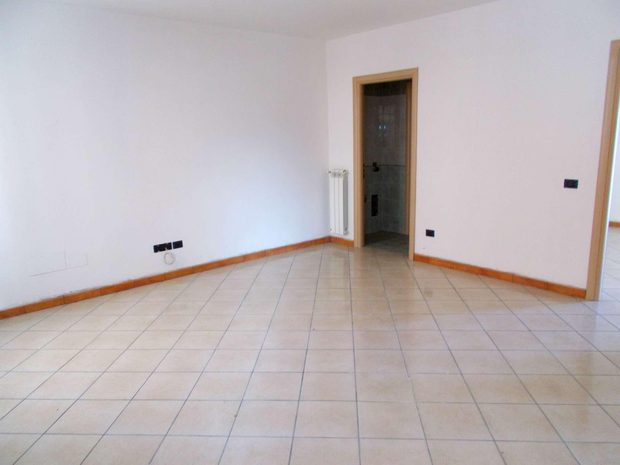 Villa a Schiera in affitto a Santa Maria a Vico, 6 locali, prezzo € 400 | Cambio Casa.it